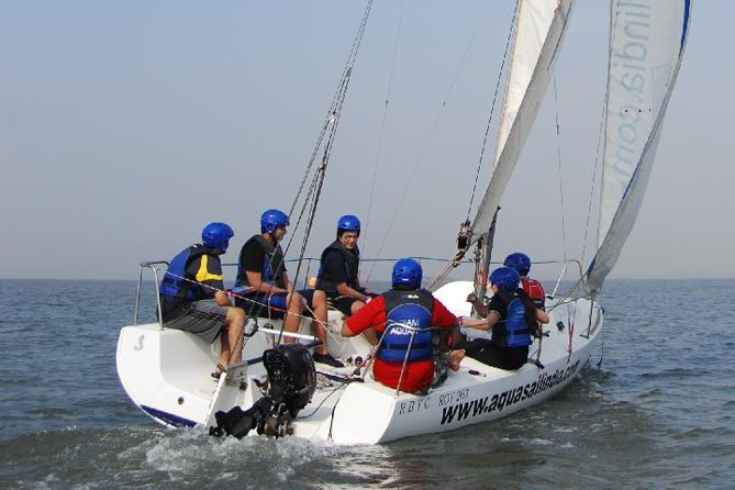 2-Hour Private Beginner Sailing Course in Mumbai Harbor