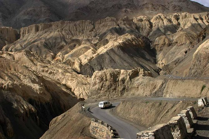 Srinagar To Leh, Ladakh Taxi (One way Transfer)