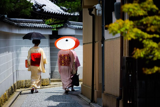 Learn about Shintoism, Buddhism and Geisha culture : Kyoto Kitano Walking Tour