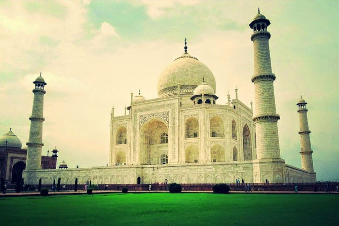 Same Day Taj Mahal Tour by AC Private Cab from Delhi