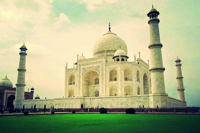 Taj Mahal Guided Tour from Delhi with Farman