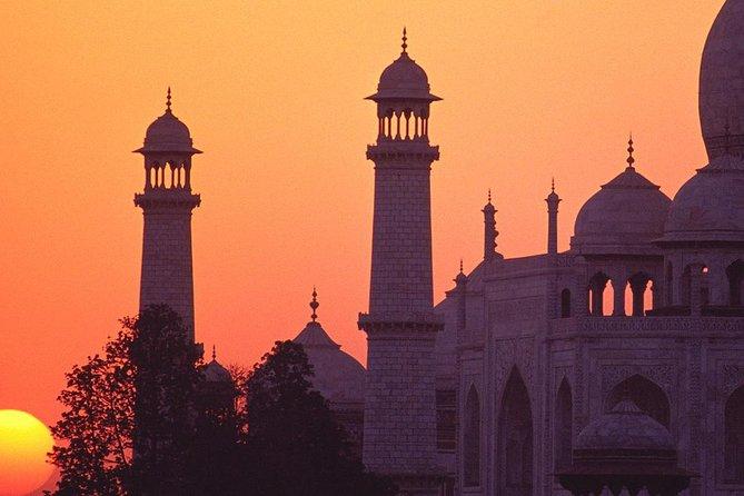 Agra Day Tour: Sonnenaufgang und Sonnenuntergang von Taj Mahal