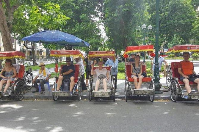 Private half day tour Saigon city by cyclo