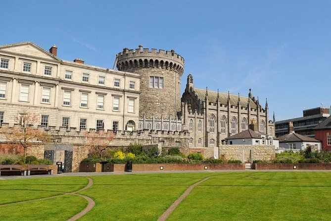 Fast-track Easy Access Book of Kells Tour with Dublin Castle