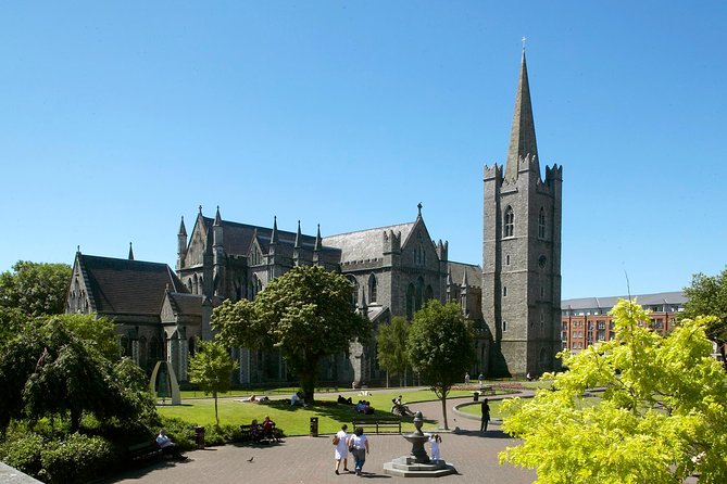 Dublin: Skip-the-Line St Patrick's Cathedral & Irish Literary Tour