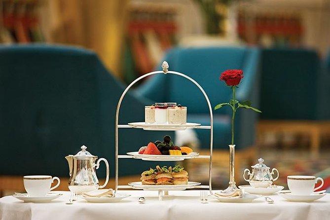 Afternoon tea in restaurant Sahn Eddar in het Burj al Arab met privévervoer