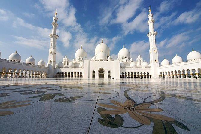 Stadstour Abu Dhabi vanuit Dubai inclusief lunch in Emirates Palace
