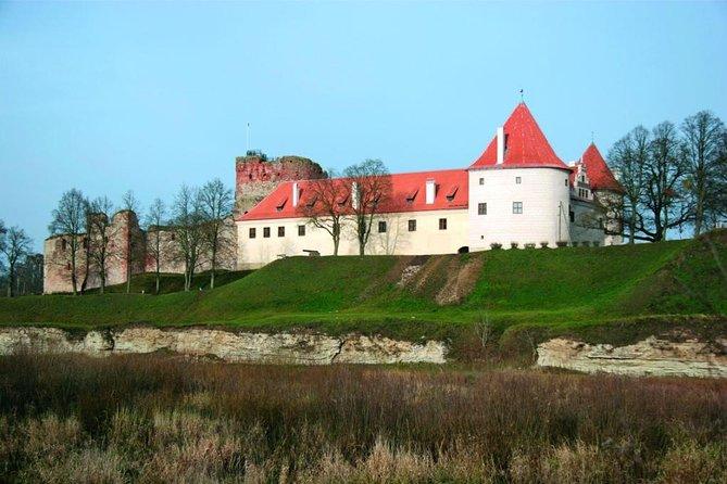 Mini Baltic Tour: Vilnius - Trakai - Hill of Crosses - Rundale - Bauska - Riga