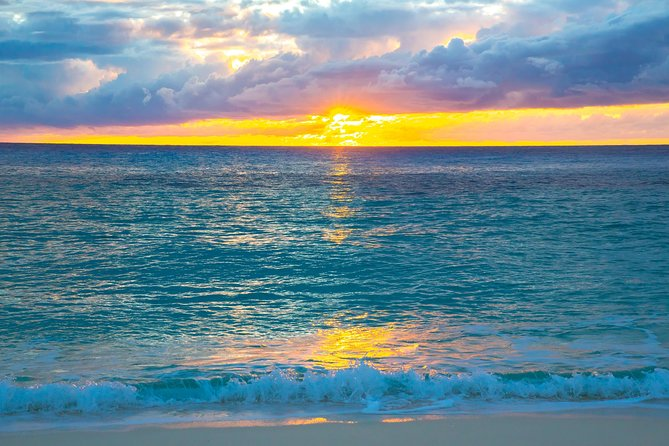 Crucero al atardecer de las Bahamas desde San Salvador