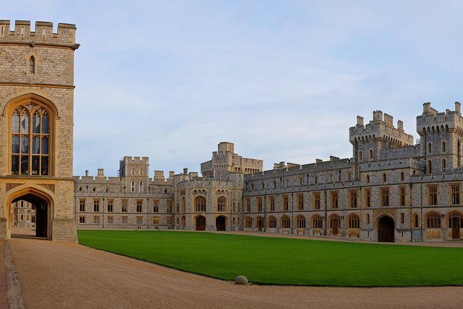 Private Chauffeured Vehicle to Windsor Castle from London