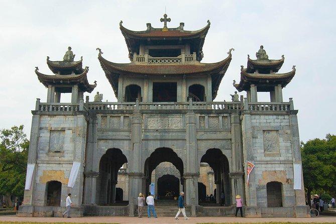 Explora la catedral de Kenh Ga Hotspring Phat Diem