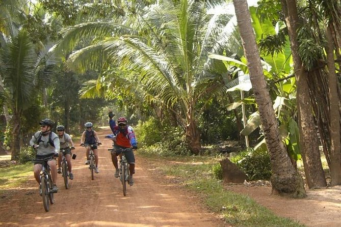 Siem Reap Countryside Bike Tour with Village Visits & Lunch