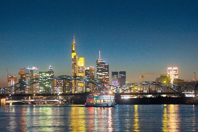 Cruzeiro Noturno pelo rio Main, em Frankfurt