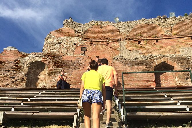 Taormina Walking Tour and Wine Tasting Including Skip-the-line Ticket to the Greek Theatre