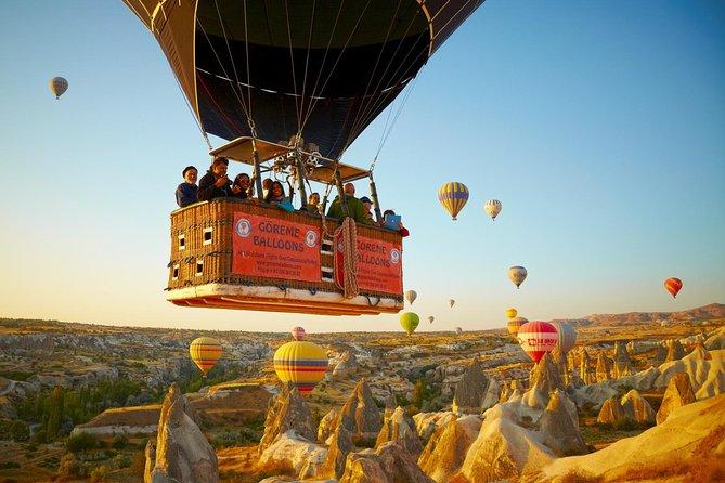 Timeslang tur i varmluftsballong over jordpyramidene i Kappadokia