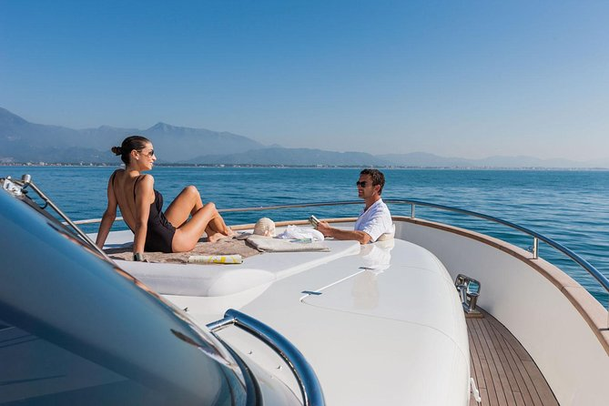 Private Luxury Yacht Tour with Lunch and Drinks