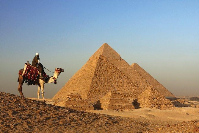 Discover Cairo: Pyramids of Giza, Sphinx and Saqqara with Private Tour Guide and Lunch from Cairo