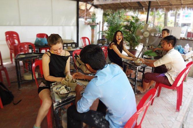 Fazendo cerâmica de Siem Reap e experiência de pintura de arte cerâmica