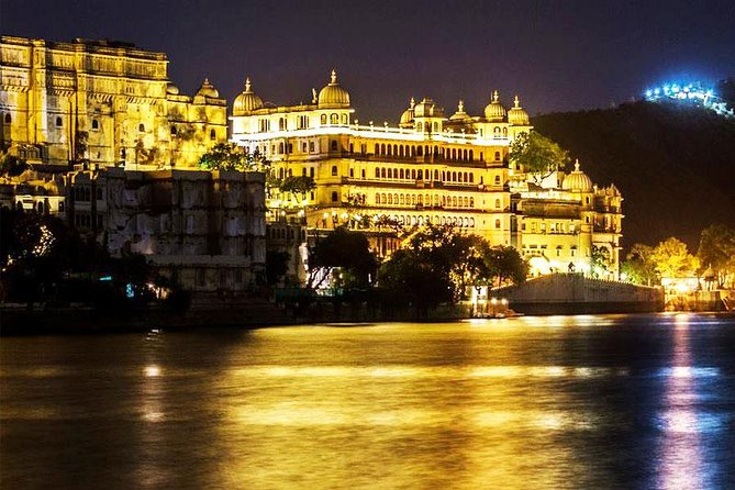 Udaipur City Private Tour med Lake Pichola Cruise and Lunch