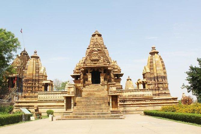 Privat 3-timmars tur med ljus och ljudvisning på Khajurahos tempel och middag