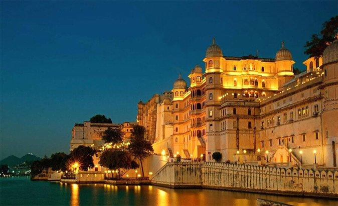 プライベート・モーニング半日ツアーとガイド付きツアーUdaipur City Tour