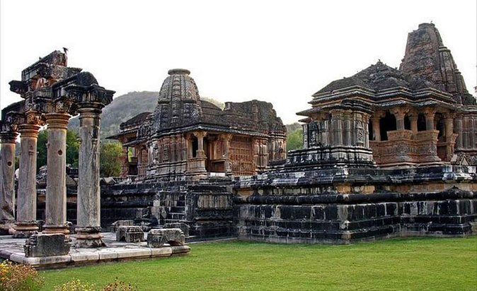 Explore the magnificent temples of Eklingji and Nagda with Private Transfer