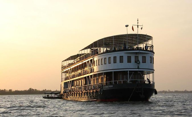 Private Sunrise boat Cruise on Hoogly River