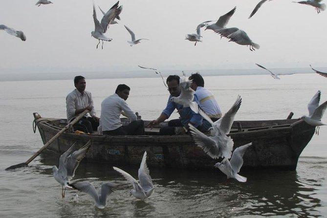 Excursão de barco pela manhã de 2 horas em Varanasi com cerimônias de Ganga Ghat