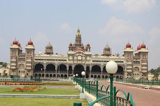 Private Bangalore Mysore Excursion with Chamundi Hill and Lunch