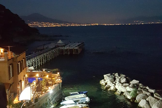 Neapolitan Pizza and Naples Night Sightseeing by Boat