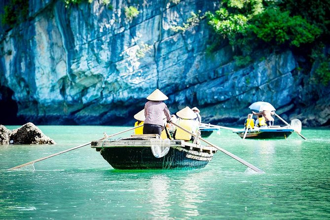 Full-Day Halong Tour inklusive Bamboo Boat Ride från Hanoi