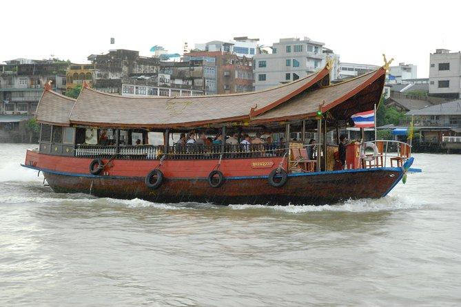 Paseo en barco de medio día por Bangkok en una barcaza de arroz y un barco de cola larga