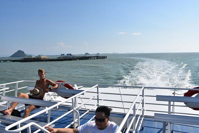 Catamaran cruise through the Gulf of Thailand