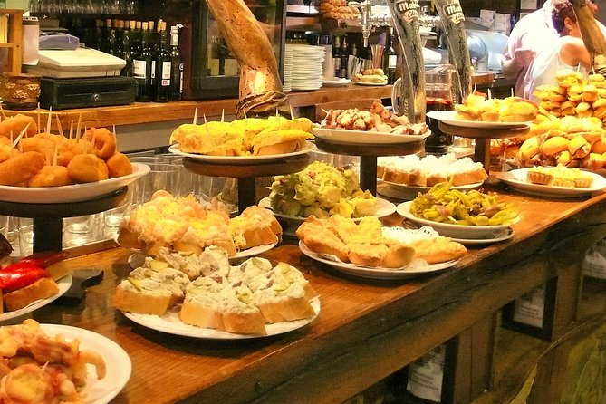 Private Tapas Walking Tour in Barcelona Modernist Area with Dinner included