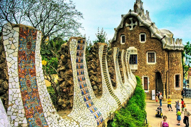 Private Barcelona Tour with Skip-The-Line Park Güell and Sagrada Familia