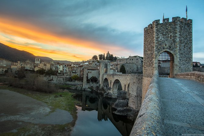 Private Besalú & 4 Medieval Towns Tour with Hotel PickUp from Barcelona