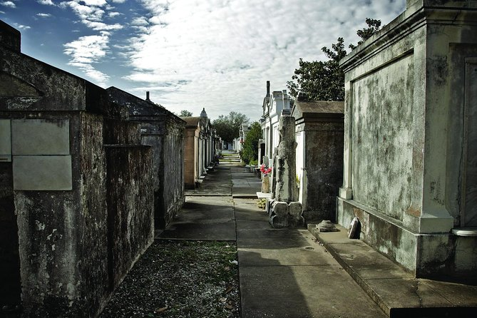 One Hour Saint Louis Cemetery Number One Walking Tour