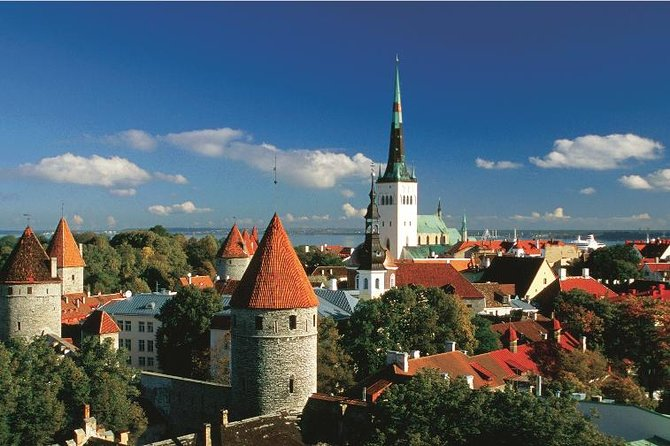 Medieval Tallinn: Day Trip from Helsinki Including Lunch