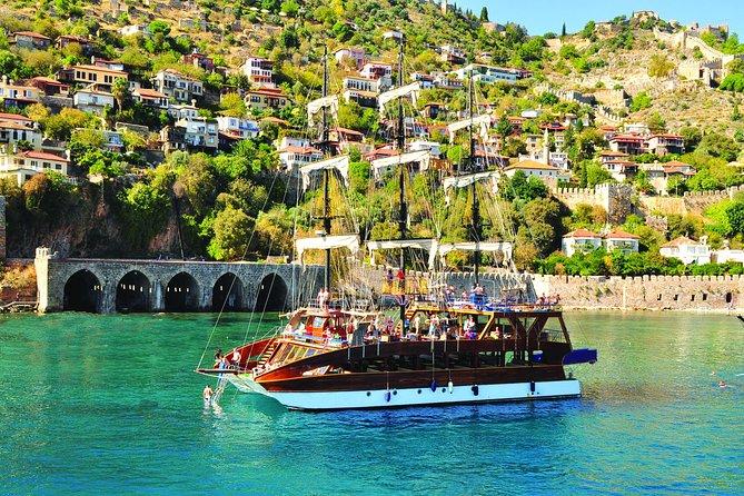 Tour in barca al catamarano Alanya con bagni di sole e snorkeling
