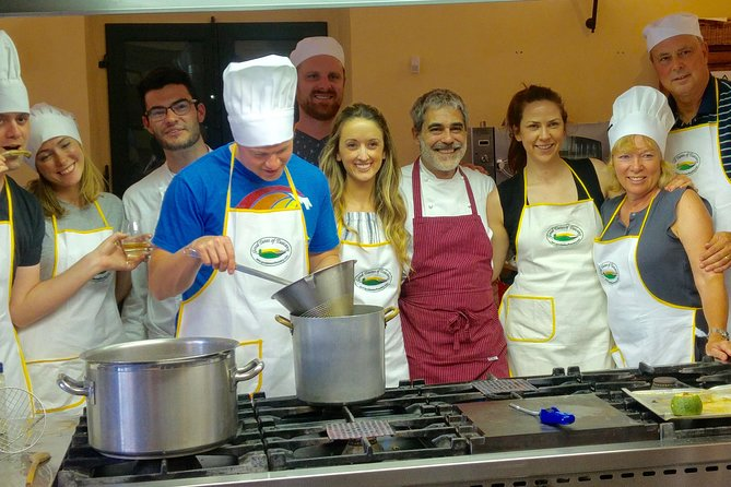 Toscaanse kookcursus met kleine groepen in een kasteel: optionele transfer vanuit Florence