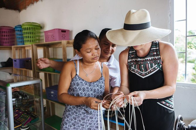 Learn traditional weaving technique with the Zenú women