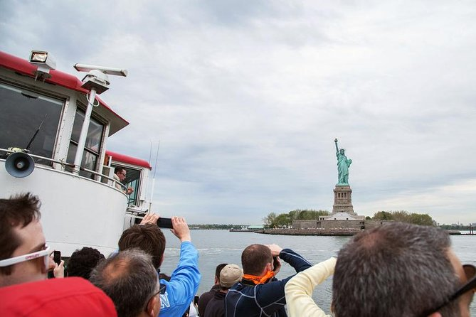 Financial District Walking Tour and Boat Tour To Statue of Liberty