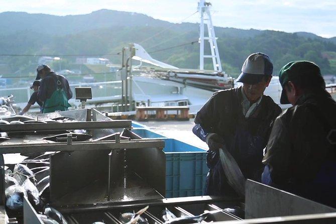 Guidad tur på Kesennuma fiskmarknad