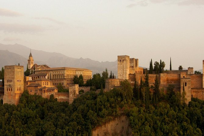 Granada: Alhambra & Generalife Ticket with Audio Guide