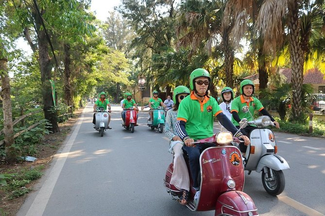 Ho Chi Minh Vespa City Tour 4,5 hours