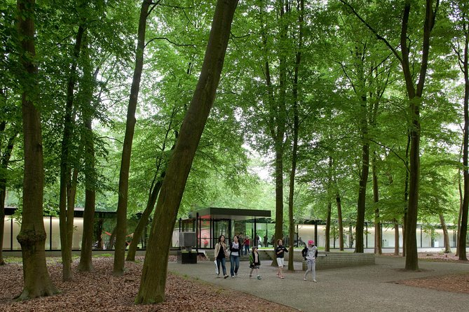 Fully day tour with luxury minivan to the Kröller Muller Museum & National Parc photo 2
