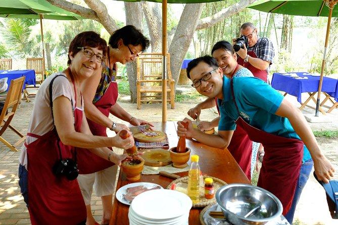 La visites des villages à Hoi An, cours de cuisine et le dejeuner.