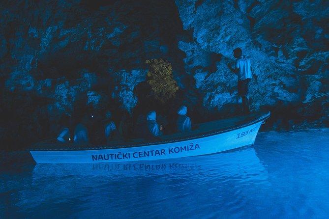 Excursão de lancha pelas Cinco Ilhas, com visita à Caverna Azul, saindo de Split