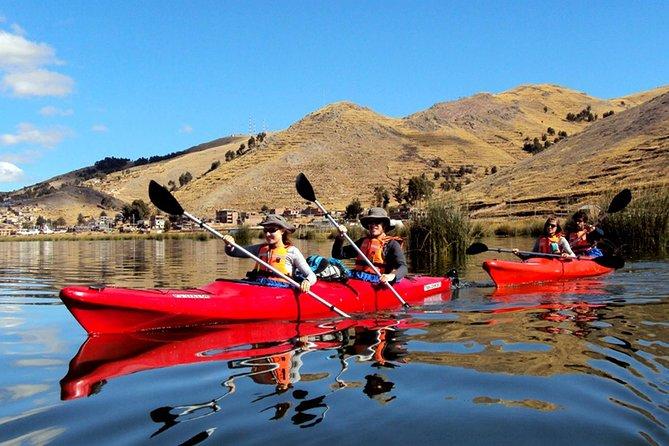Kayak en el lago Titicaca a las islas flotantes de Uros y Taquile