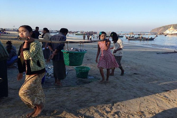 Excursion d'une journée au village de pêcheurs local depuis la plage de Ngapali